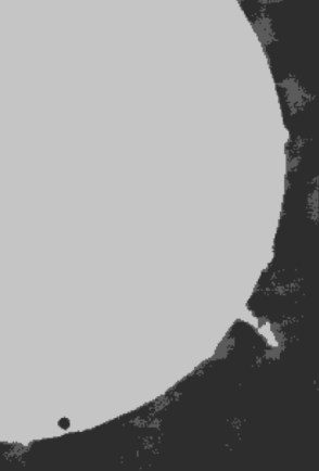 Figura 3. Tránsito de Venus. En astrología Venus es completamente igual, por así decirlo, al Sol. Pero no para los que observaron el tránsito de Venus en junio de 2004. Tampoco en el trabajo de Gauquelin, donde Venus tiene un efecto, pero no el Sol. Ver la Parte 2 para más información sobre estas misteriosas diferencias. Imagen: Observatorio de Sídney, Sky & Space, septiembre-octubre de 2004:50.
